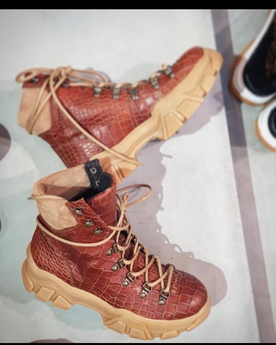 Blueonblue_croco_boots